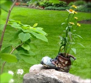 Garden tchotchkes
