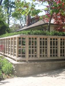 Curved corner fence