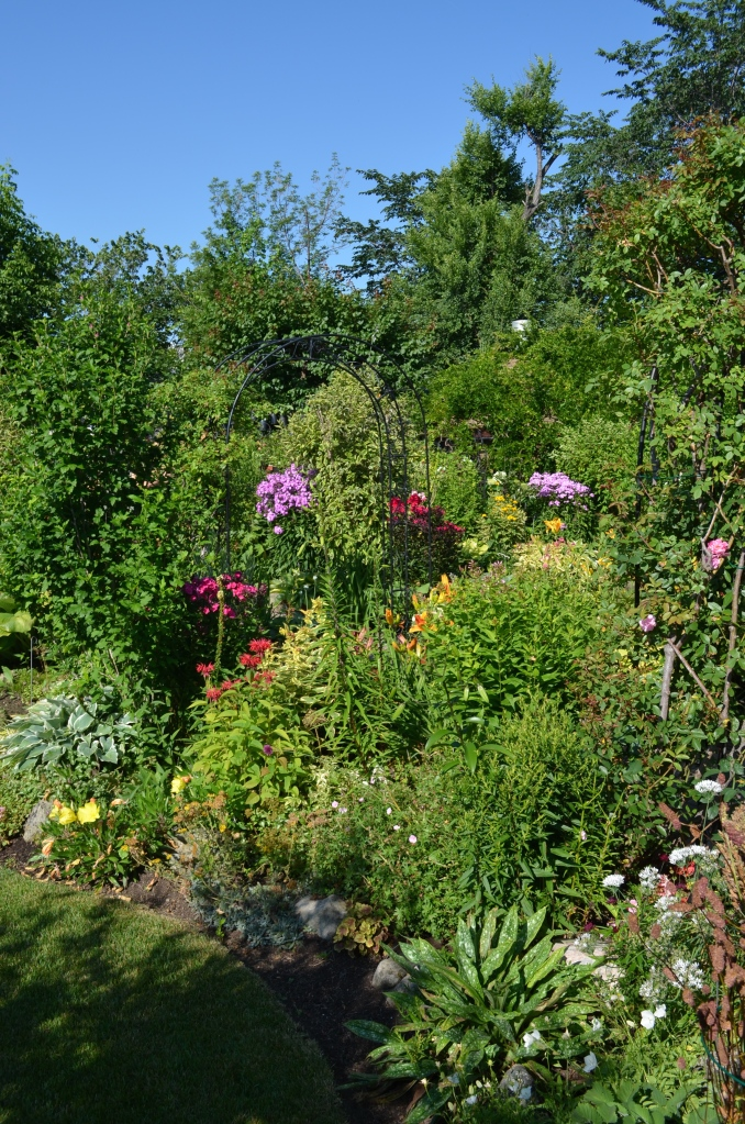 This extraordinary garden makes you think twice about the capacity of an average backyard. Is there a limit? Maybe not. More about the latest Toronto Botanical Garden tour in my next posting.