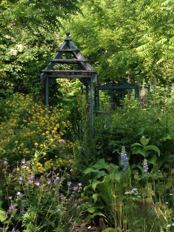 Garden decor at Keppel Croft