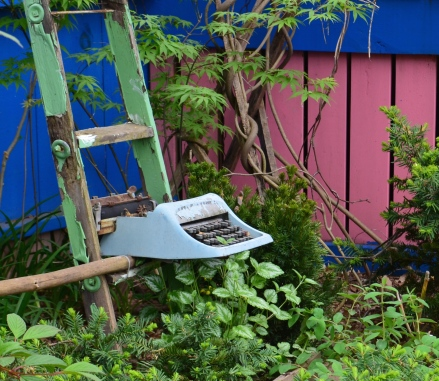 A typewriter is used as a garden ornament.