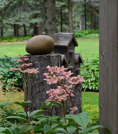 Simple garden decor makes a big statement in this woodland garden.